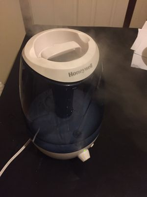 Honeywell Humidifier 90% new pick up by your self for Sale in Pittsburgh, PA