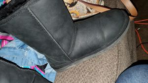 Ugg boots all black used but in great condition sz9 women for Sale in Shaker Heights, OH