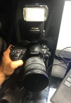 Fuji FinePix S5 Pro with Sigma DC 17-70mm lens and Nikon Speedlight SB-800 flash for Sale in Miami Gardens, FL