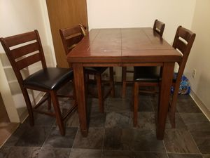 Dinning wood table for Sale in Modesto, CA