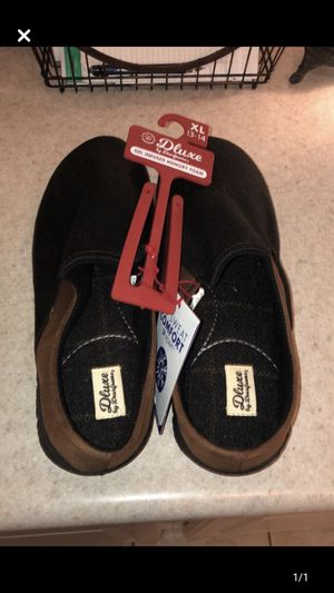 Men's slippers (XL) for Sale in Bloomington, IL