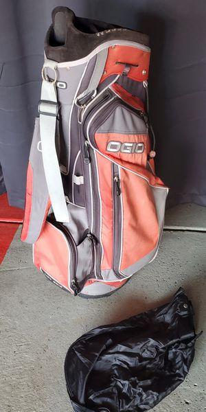 OGIO GOLF BAG IN GREAT CONDITION. 200 RETAIL for Sale in Morton Grove, IL