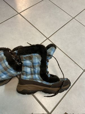 Girls north face winter boots $10 like new for Sale in Providence, RI