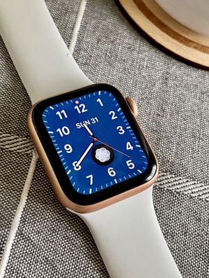 Apple Watch Series 5 GPS rose gold 40mm for Sale in Sultan, WA