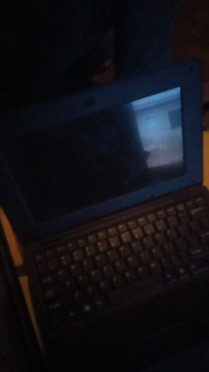 Small laptop with 40GB for Sale in Mercedes, TX