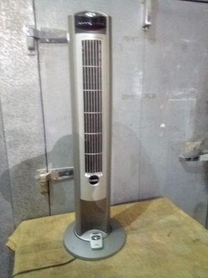 Lasko oscillating cooling fan with remote for Sale in Phoenix, AZ