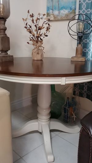 Round wooden dining/kitchen table for Sale in Dunedin, FL