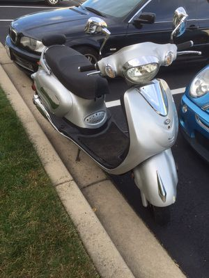 Chinese brand Vespa like scooter (49cc) for Sale in Frederick, MD