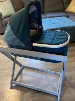 2020 Uppababy bassinet in (Finn) deap sea color. Used maybe one time. In Like Brand new condition for Sale in Sunnyvale,  CA