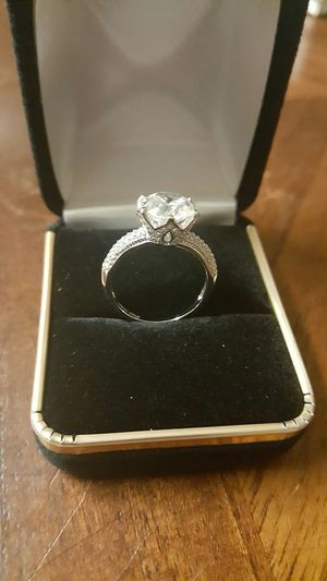 3ct round cute D/VS2 diamond engagement ring size 7.5 for Sale in Severn, MD