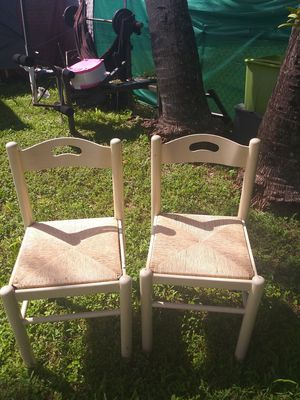 2 wooden chairs for Sale in Miami, FL