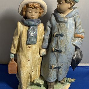 """LLADRO FIGURINE No. 12242 """"AWAY TO SCHOOL"""". NEW IN BOX for Sale in Fort Lauderdale, FL"""