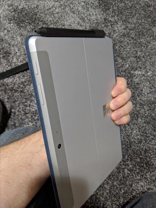 Microsoft Surface go 8gb Ram 128 SSD bundle
