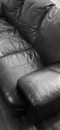 Leather Couch for Sale in Royal Oak,  MI