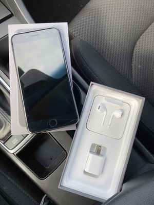 Unlock iPhone 8 Plus for all carrier -Used (incl. headphone and charger) 64gb for Sale in Chicago, IL