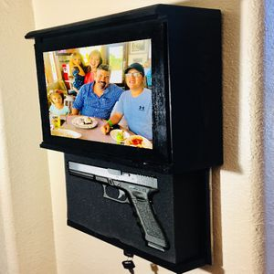 Large Picture Frame Wall Safe With Lock And Customizable Gun Foam for Sale in San Benito, TX