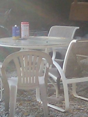 Out side table and chairs for Sale in St. Petersburg, FL