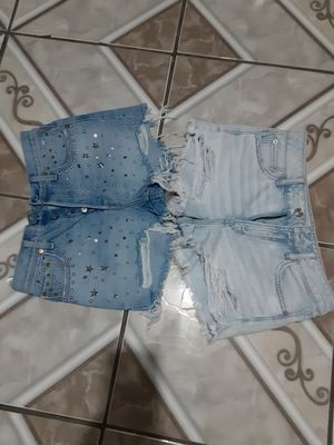 2 shorts sizes 28 for Sale in Everman, TX