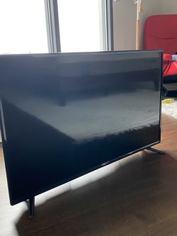 "ONLY $100 TCL Roll Smart TV 32"" with remote $100 for Sale in Aurora,  CO"