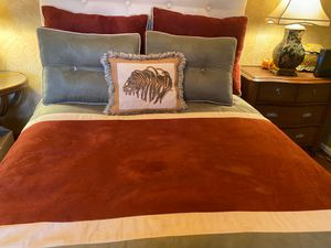 Full Size bed with frame for Sale in Coral Springs, FL