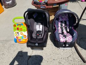 Car seat black and pink for Sale in Hemet, CA