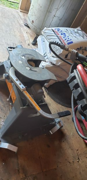 BW fifth wheel hitch fits the puck system - used once for Sale in Indianapolis, IN