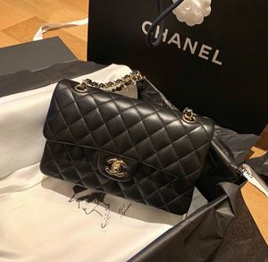 Chanel classic medium bag for Sale in Queens, NY