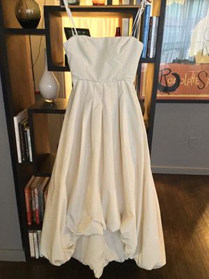 BCBGMAXAZRIA BCBG off white wedding dress size 6 for Sale in Boston, MA