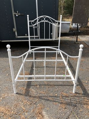 SINGLE SIZE METAL BED FRAME for Sale in Macon, GA