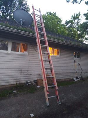Werner 24-foot 400lb heavy duty fiberglass extension ladder good condition no low balls for Sale in Columbus, OH