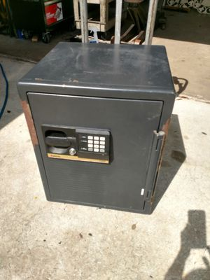 Sentry A5889 commercial safe with combination and key for Sale in Clearwater, FL