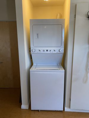 kenmore electric stackable washer+dryer for Sale in Fresno, CA
