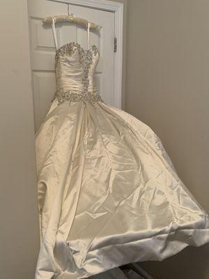 Cindarella wedding dress size 6 for Sale in Decatur, GA