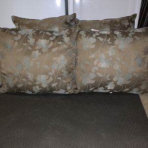4 Outdoor Pillows for Sale in Stafford, VA