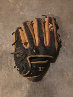 WILSON Baseball glove for Sale in Phoenix, AZ