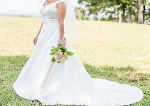 Beautiful wedding dress and veil for Sale in Greenville, SC