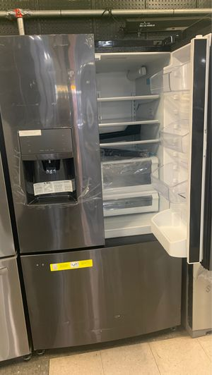 New Scrat and dent black stainless steel refrigerator for Sale in Elkridge, MD