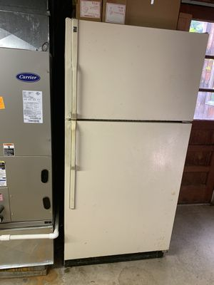 Classic top bottom GE refrigerator. Excellent condition!!! for Sale in PA, US