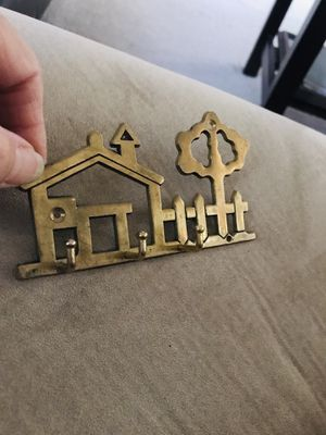 VINTAGE Brass HOUSE TREE Three Hook KEYHOLDER ORGANIZER for Sale in Henderson, NV