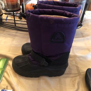 Snow Boots Girls Size 5 for Sale in Piscataway, NJ