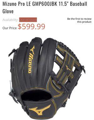 Baseball gloves for Sale in Miami, FL