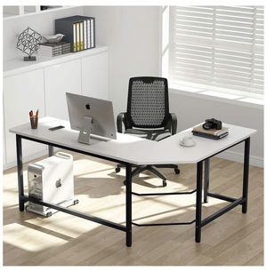 White L Shaped Desk for Sale in Hollywood, FL