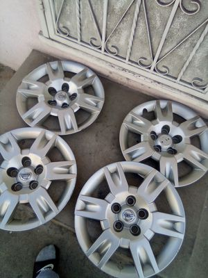 Nissan altima hubcaps for Sale in Huntington Park, CA
