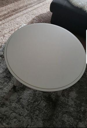 white round coffee table for Sale in Lynnwood, WA