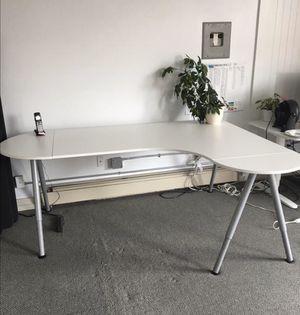 White corner office desk Ikea for Sale in Miami, FL