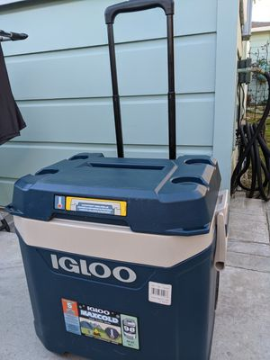 Igloo cooler for Sale in Long Beach, CA
