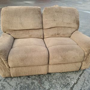 Small(5ft Wide) dual Recliner Couch With DELIVERY for Sale in Shoreline, WA