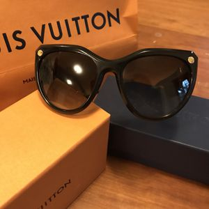 Louis Vuitton Sunglasses for Sale in Leesburg, VA