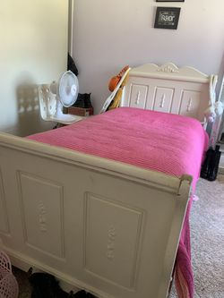 Solid wood twin bed, drawer with mirror, and desk (needs painting redone in some areas) other than that they are in good condition for Sale in Montebello,  CA