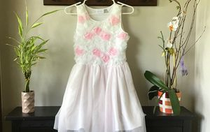 Girl white dress with flora flowers on top for Sale in Libertyville, IL